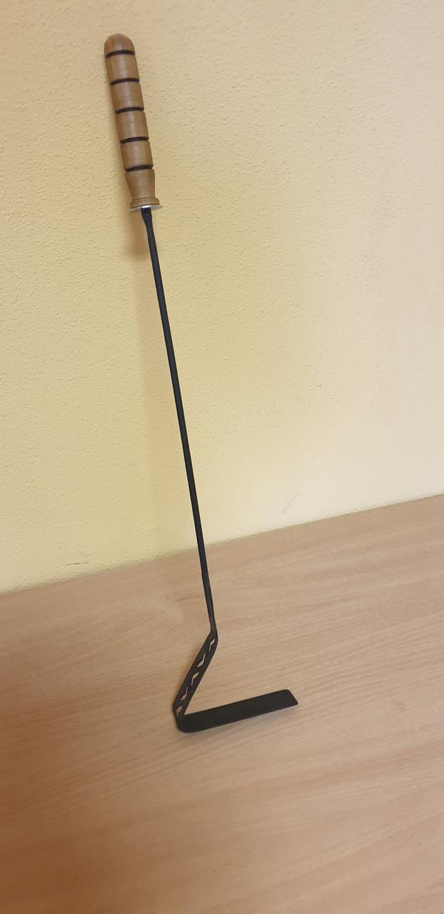 Кочерга с деревянной ручкой