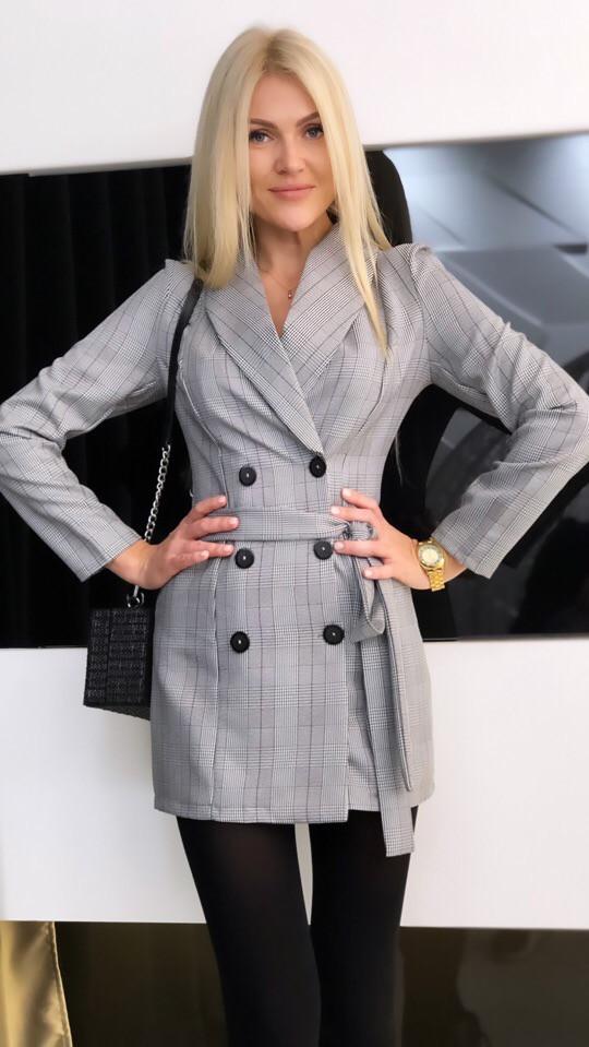 """Короткое платье-пиджак в клетку """"Simona"""" с поясом и длинным рукавом"""