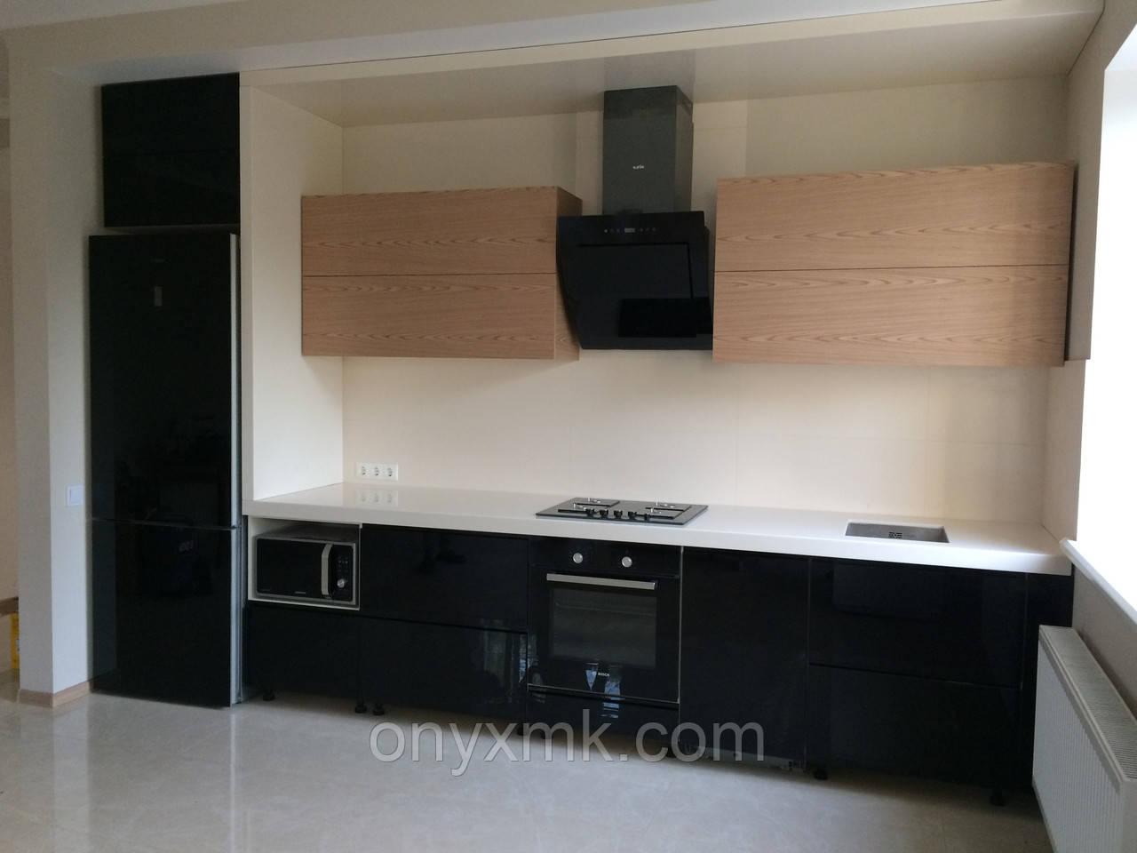 Встроенная кухня с С-образным коробом