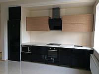 Встроенная кухня с С-образным коробом, фото 1