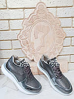 Модные кроссовки женские кожаные c фурнитурой 2056
