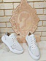 Белые кроссовки женские кожаные c фурнитурой 2056/2