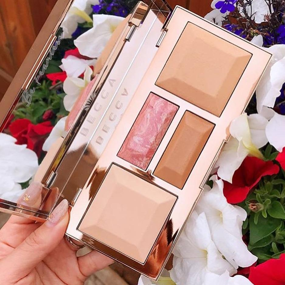 Палитра для макияжа лица BECCA Be A Light Palette Light to Medium