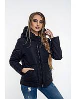 Женская короткая демисезонная куртка полуприлегающего силуэта с капюшоном