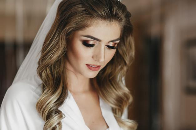 фото свадебной прически с локонами
