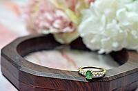 Золотое кольцо с изумрудом и бесцветной Шпинелью