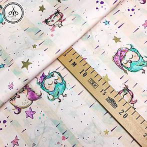 """Польская хлопковая ткань """"маленькие совы с золотистыми (глиттер) звездочками на светло-пудровом"""", фото 2"""