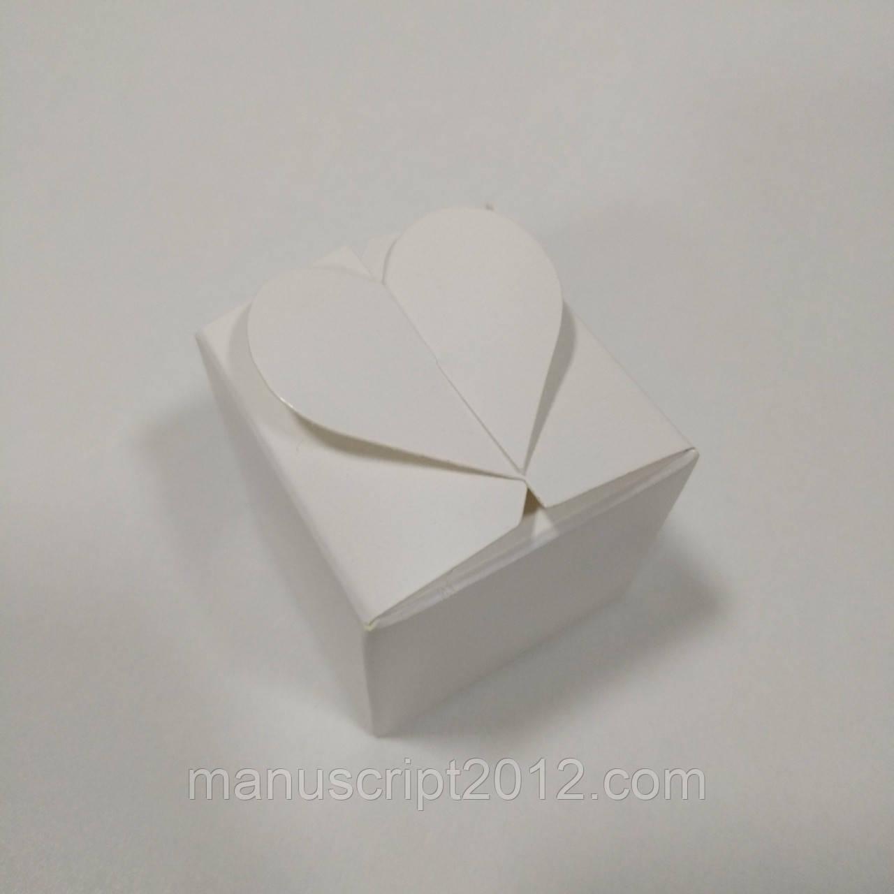 "Коробка белая на 1 конфетку с замком ""сердечко"""