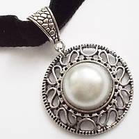Бархатный чокер на шею с подвеской под черненное серебро.