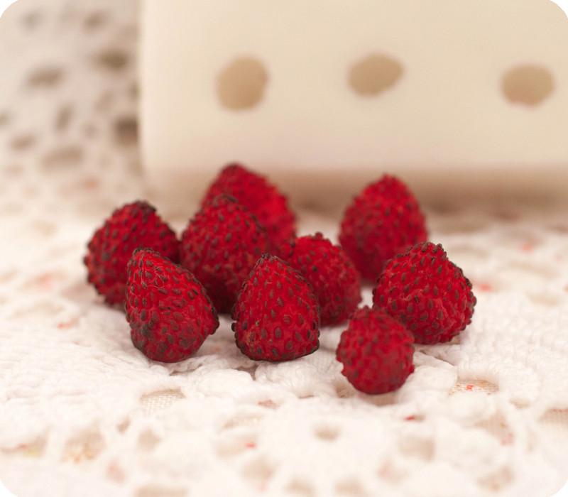 Силиконовый молд на 9 натуральных ягод земляники