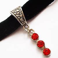 """Чокер на шию з підвіскою """"Три кристала"""" (червоні кристали). Фурнітура під срібло., фото 1"""
