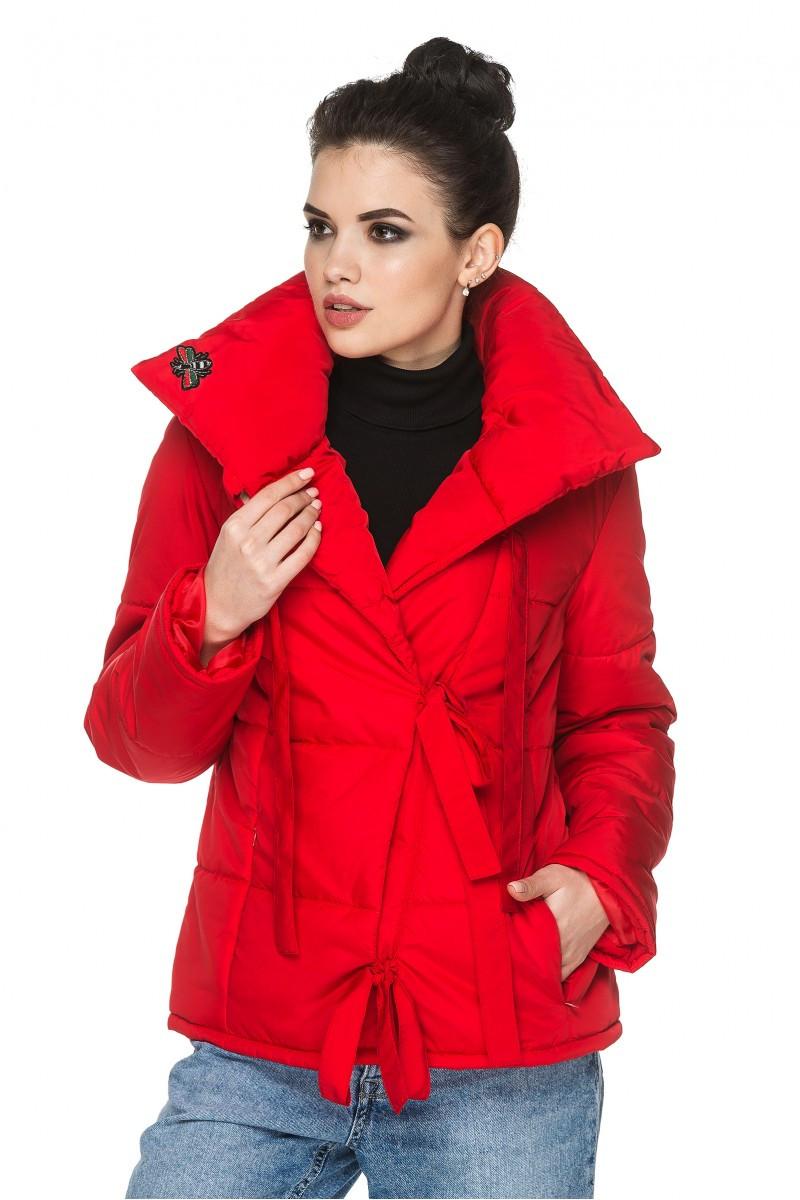 Демисезонная женская короткая куртка с отложным воротом на завязках Лея Разные цвета