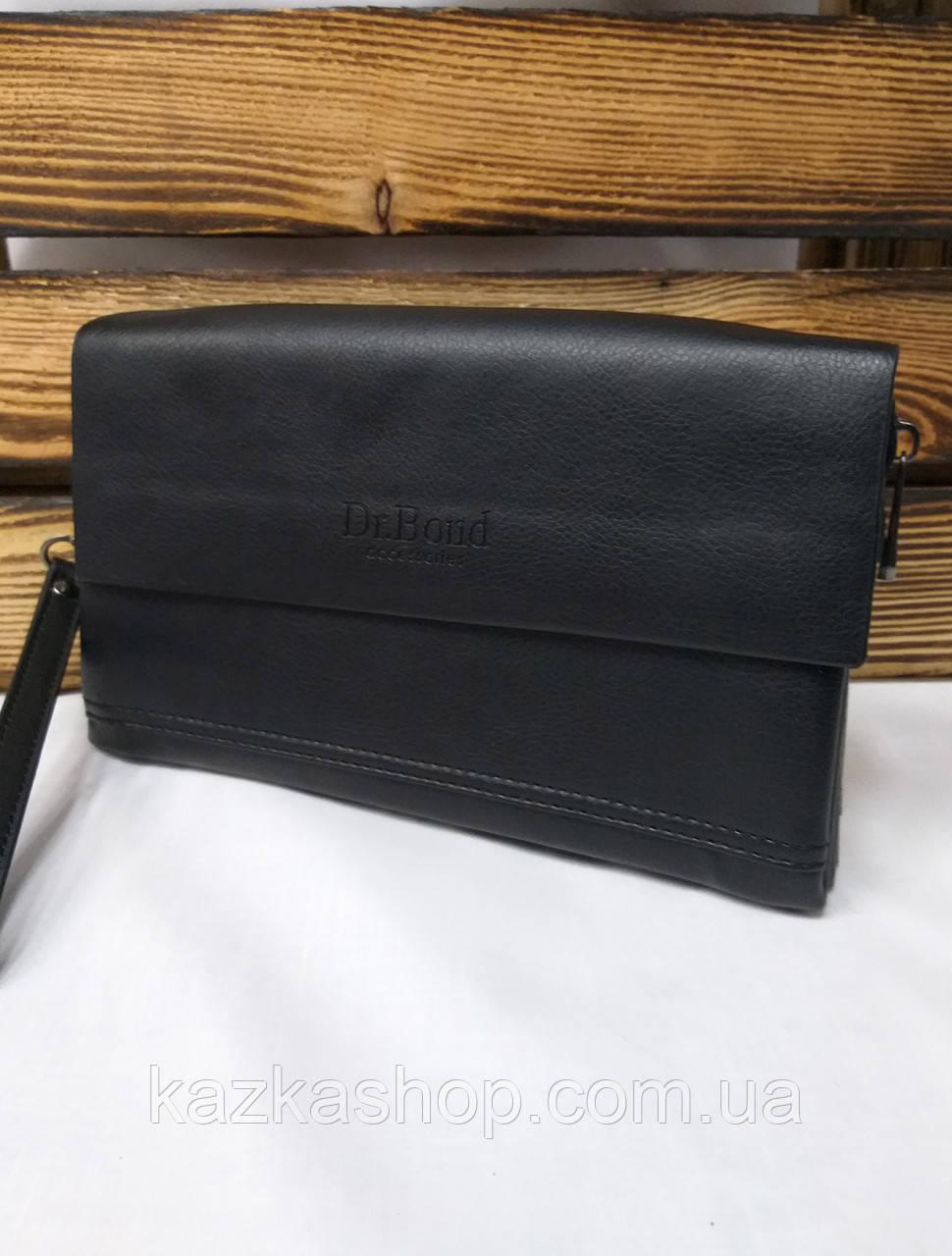 Мужской клатч черного цвета с клапаном, на три отдела с кожаным клапаном
