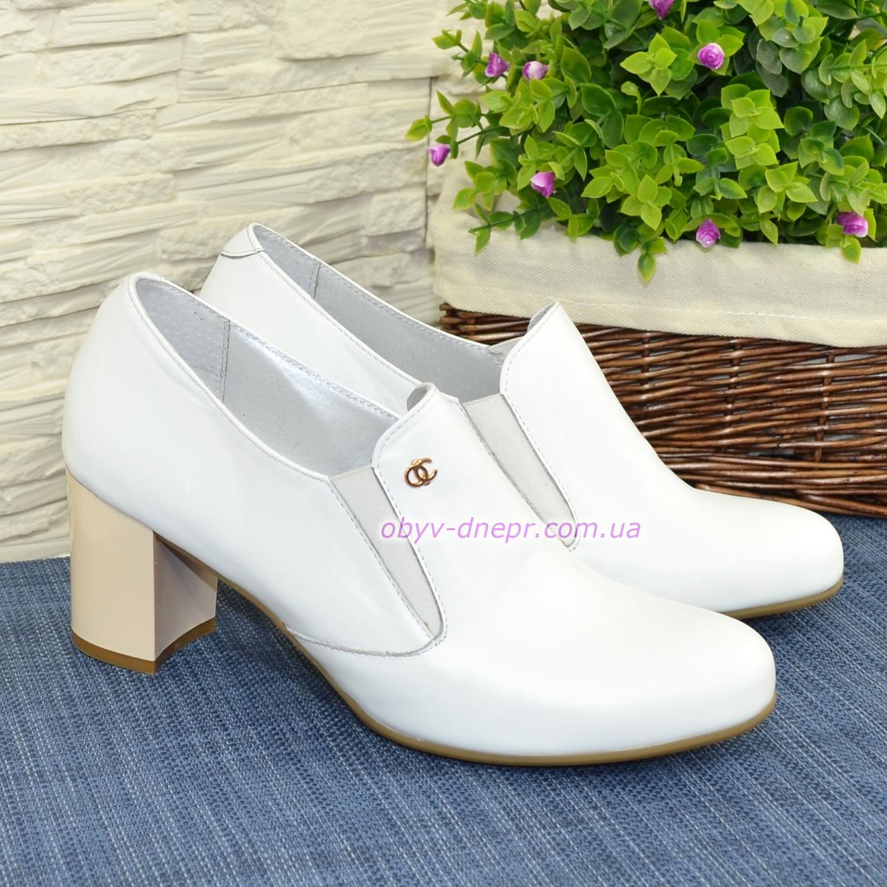 Туфли женские кожаные на невысоком устойчивом каблуке, декорированы фурнитурой