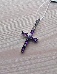 Крестик серебряный с камнями им. аметист