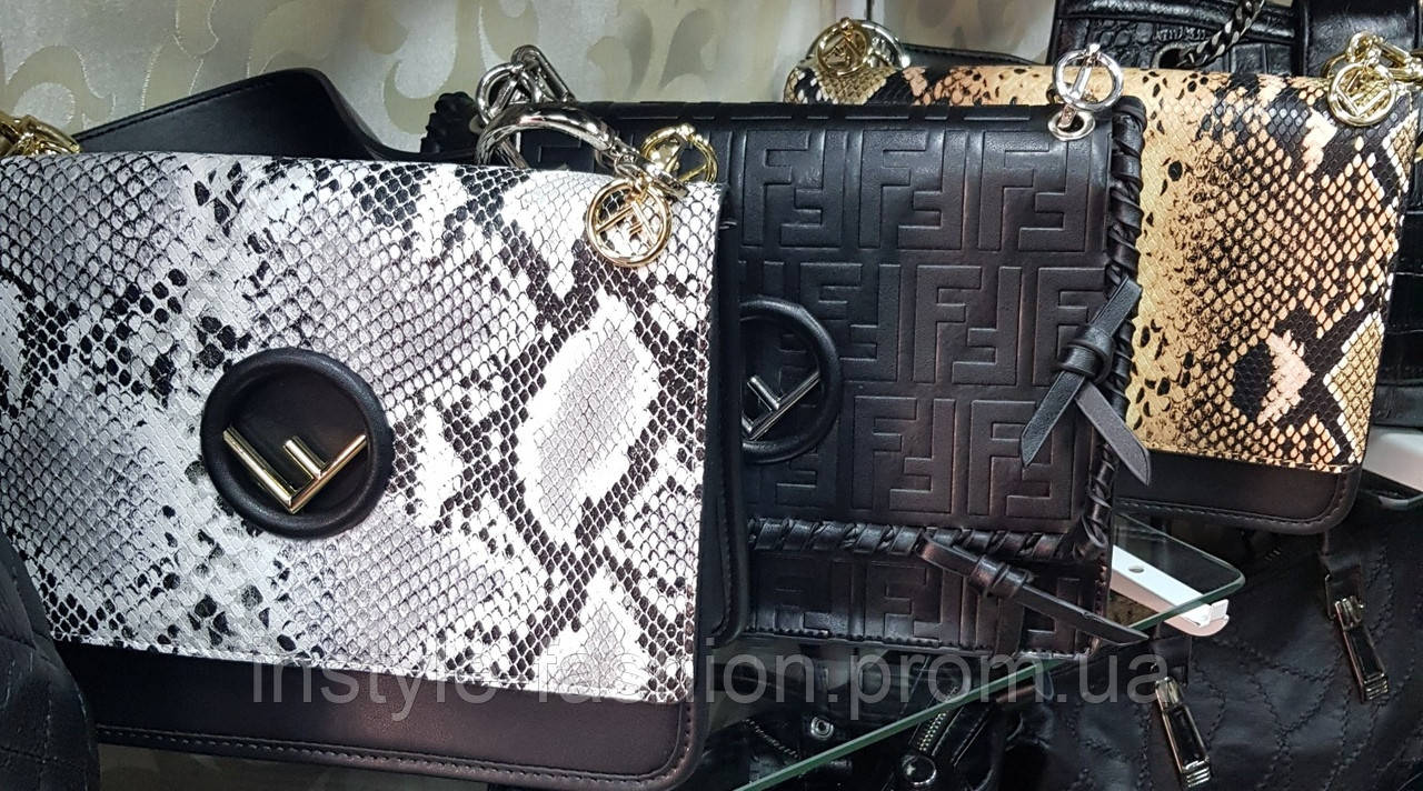 33022958b3fc Женская сумка-клатч копия Фенди Fendi качественная эко-кожа дорогой Китай  серая под питон