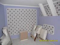 Поклейка обоями.подготовка стен и потолков под обои и покраску,укладка ламината.