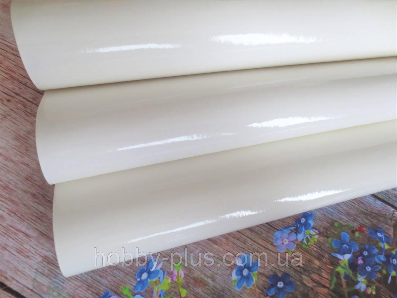 Экокожа (кожзам) лаковая на тканевой основе, МОЛОЧНЫЙ, 20х27 см