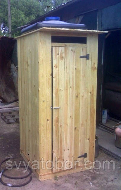 Душ деревянный летний из обрезной доски закрытого типа