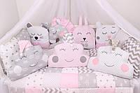 Комплект в кроватку с зверюшками в серо-розовых тонах