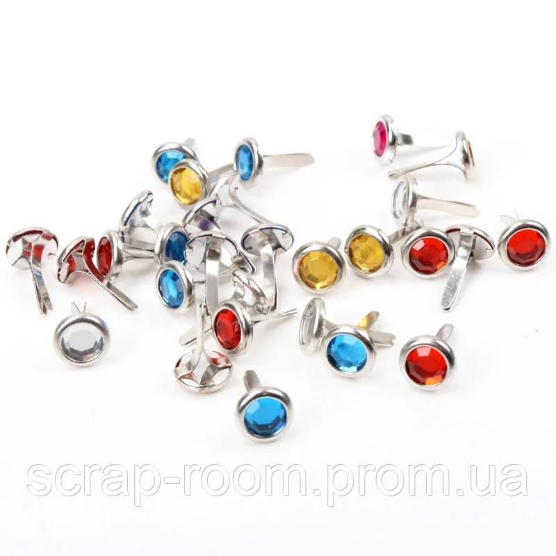 Брадсы круглые металлические серебро со стразами смешанные цвета 8*15 мм