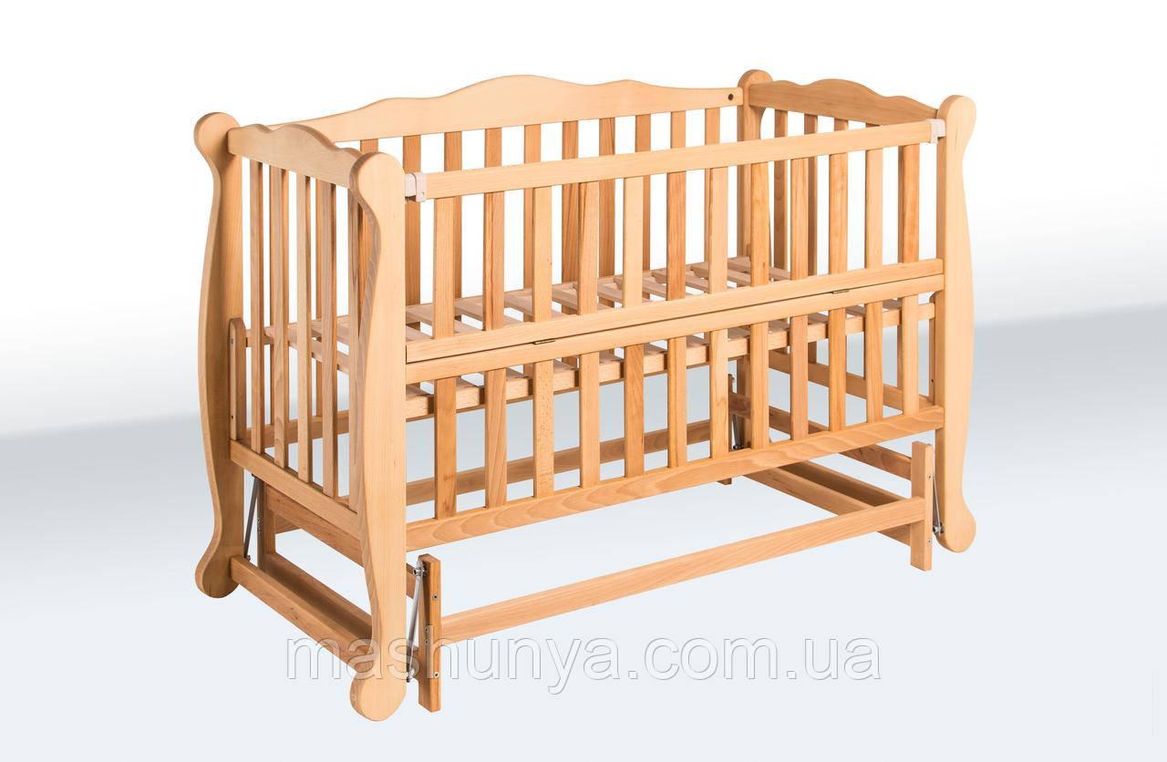 Детская кроватка из бука Natali на маятнике с откидной боковиной