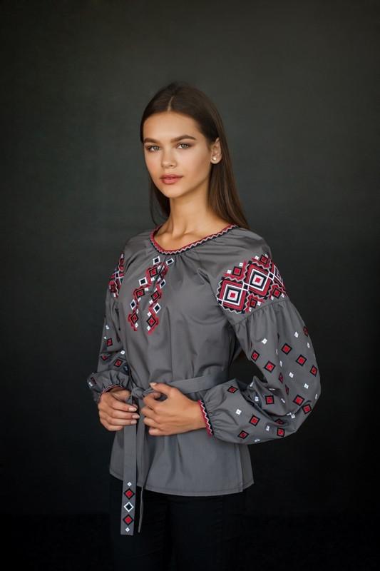 Стильная вышитая сорочка в украинском стиле серого цвета (4199)