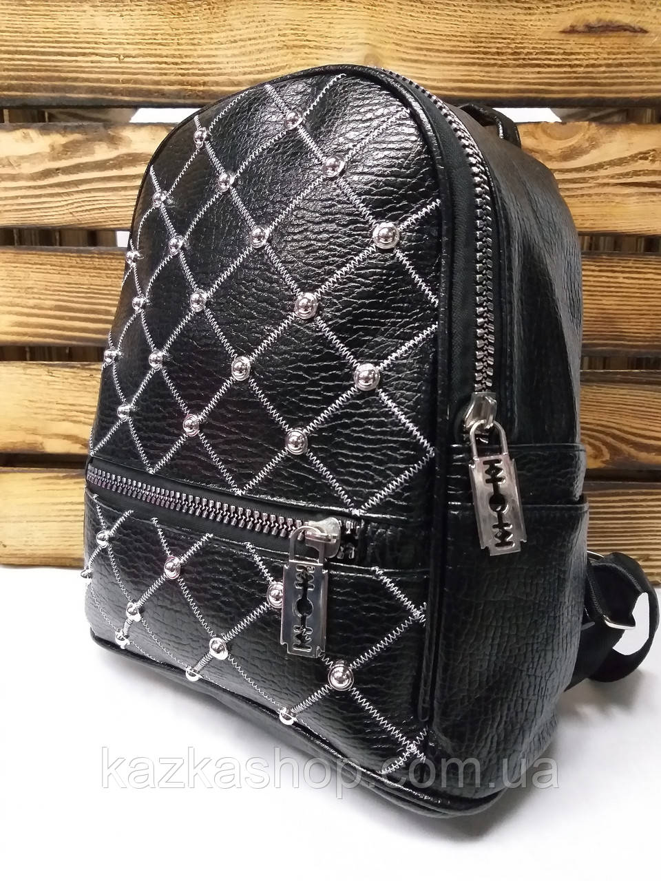 813b0cc16928 Женский рюкзак черного цвета из искусственной кожи с декоративной вышивкой  в виде сетки