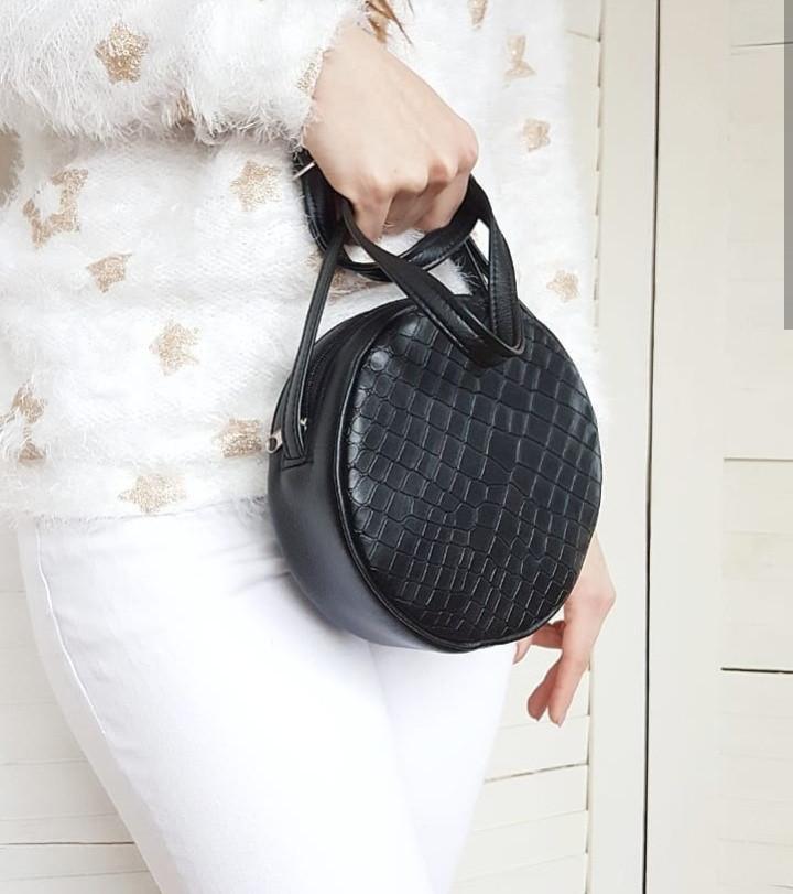 Женская круглая сумка через плечо черная