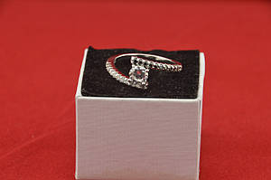Серебряное кольцо, с камнями куб. цирконий и черный шпинель, 925 проба, размер 19