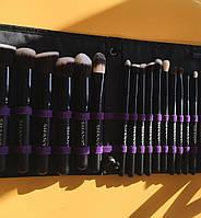 Подарок на 8 марта SHANY Набор кистей для макияжа Artisan's Easel - 18 Pcs
