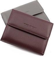 Оригинальный компактный кожаный женский кошелек на магнитах коричневого цвета