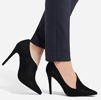 Туфли на каблуке с острым носком