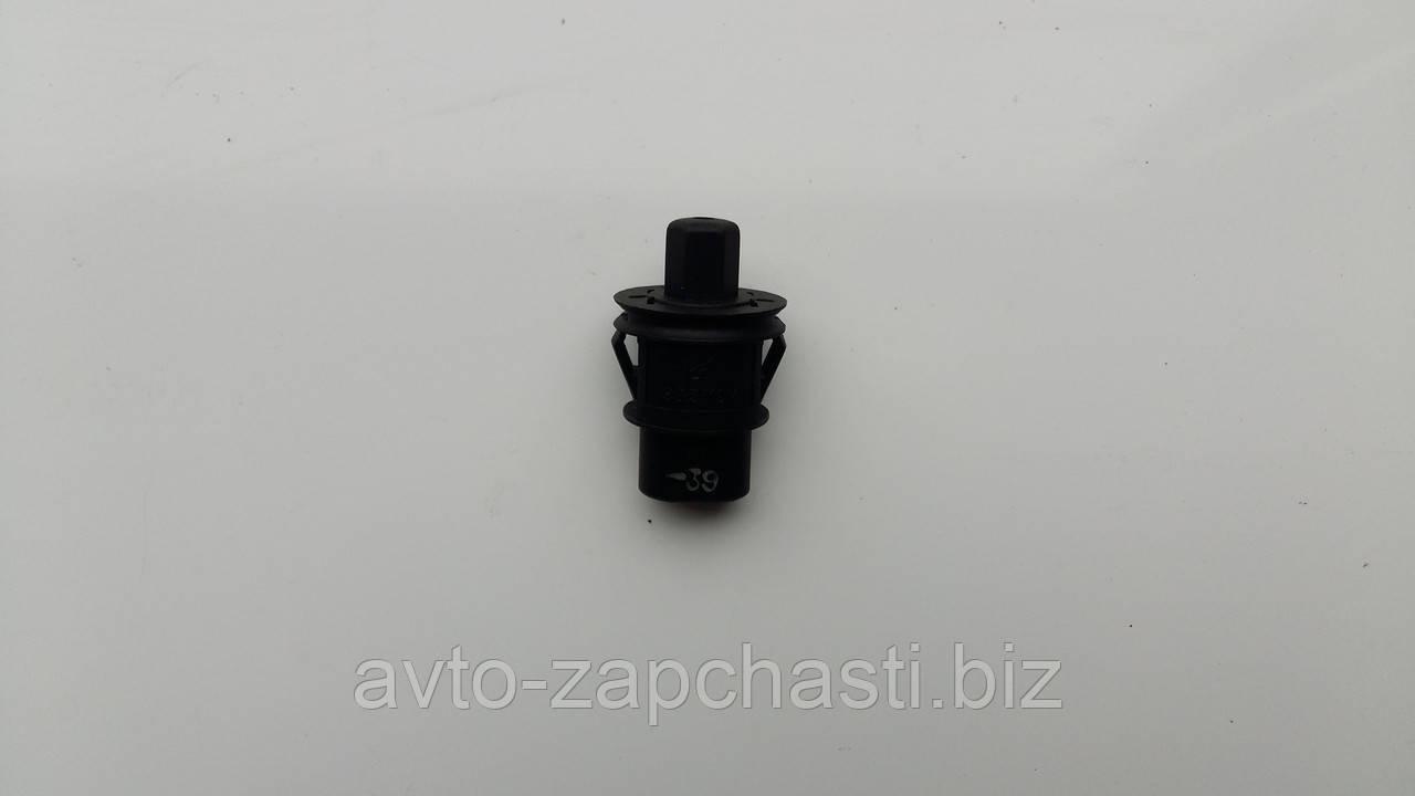 Выключатель закрытия крышки багажника ВАЗ 2115 (21150-3710200-00)