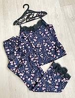"""Шикарная женская бархатная пижама """"Сакура"""" штаны и маечка с кружевом синяя с цветочным принтом S-M М-L, фото 1"""