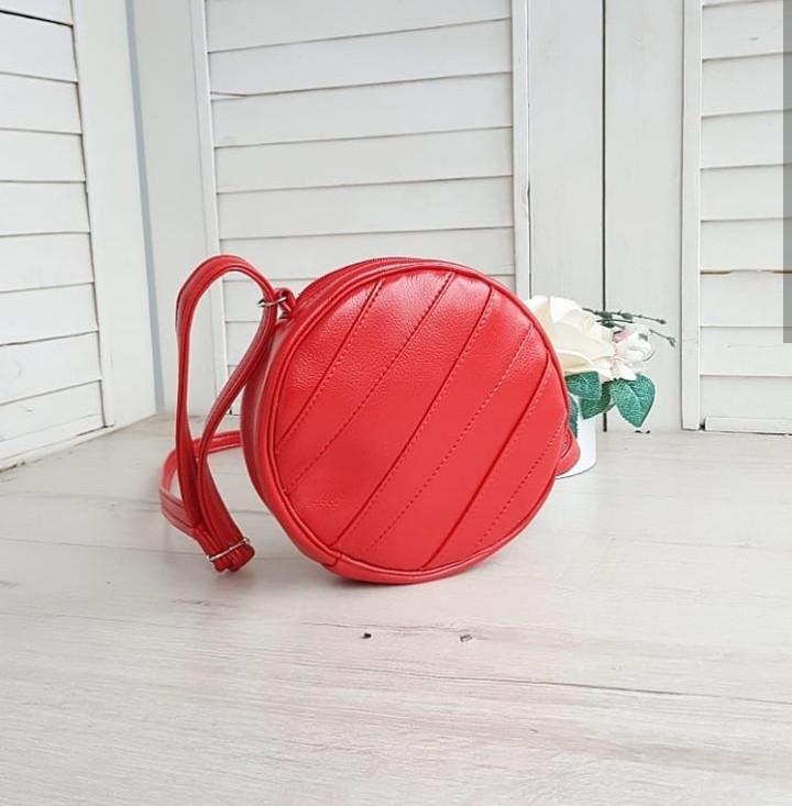 Стильная женская круглая сумка красная