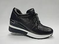 Летние кожаные туфли на танкетке. Сникерсы. Маленькие размеры ( 33 - 35 ).