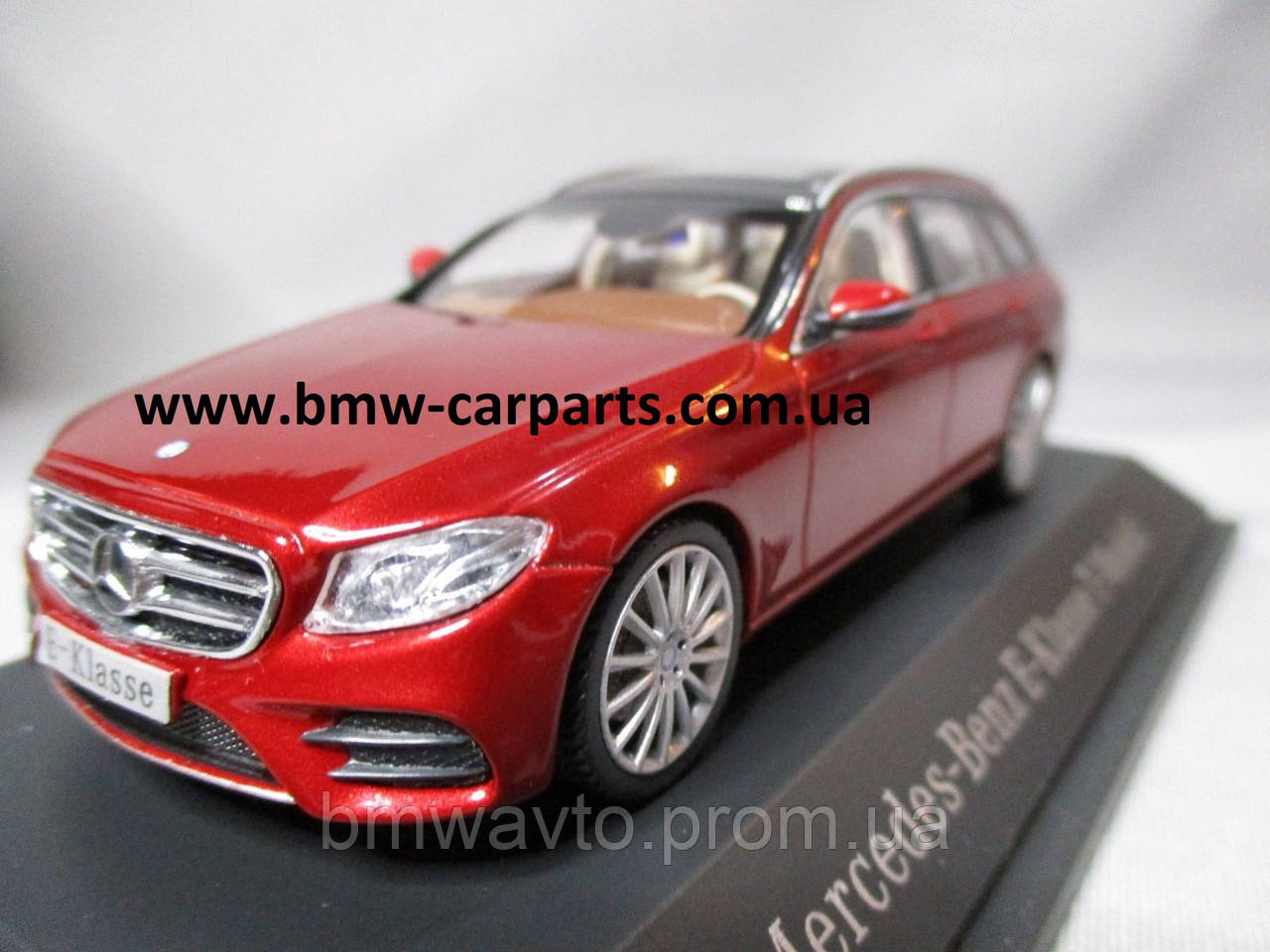 Модель Mercedes-Benz E-Class Estate, AMG Line, Designo Hyacinth Red Metallic, Scale 1:43