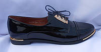 Молодежные женские весенние полуботинки из натуральной лаковой кожи на шнуровке