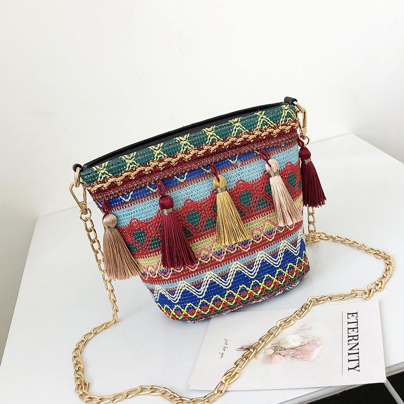 Разноцветная женская сумка с кисточками 2