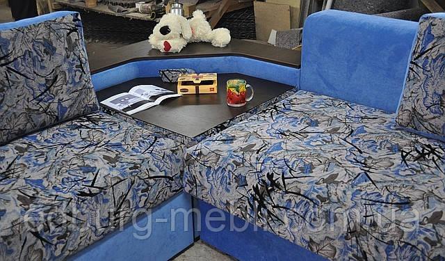 Угловой спальный диван с журнальным столиком и баром