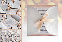 Свадебные пригласительные с персонализацией в персиковых тонах