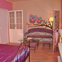 Совы на ветке, интерьерная виниловая наклейка (наклейки птицы, самоклеющаяся пленка, сердечки, декор стен)