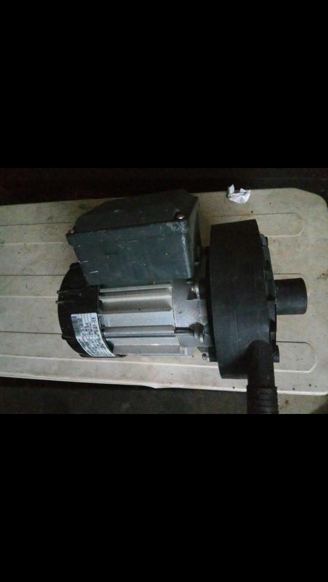 Насос для автомата промывки танка охладителя молока DeLaval б/у