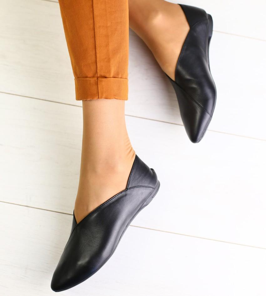 a98474b2ee9e Красивые женские кожаные туфли балетки слипоны на низком ходу без каблука  черные ...
