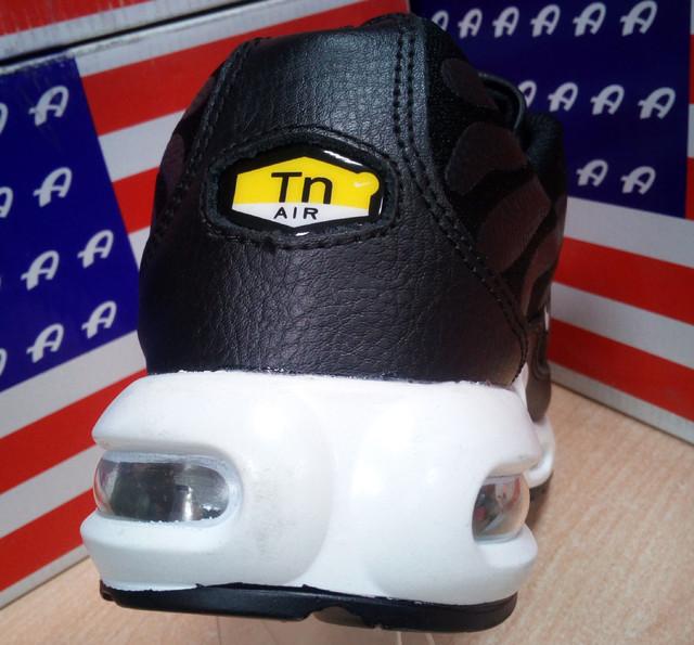 f42c1026 Много раз слышал от покупателей первый раз обувших кроссовки на подушке Air  Max что они как то необычно пружинят!)) Чего не делает обычная резиновая  подошва ...
