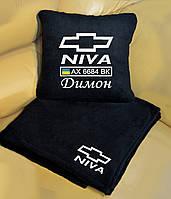 Автомобильный плед Niva с вышивкой номерных знаков и имени. Цвет пледа на выбор.