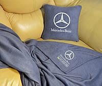 Автомобильный плед Mercedes Benz с вышивкой номерных знаков и имени. Цвет пледа на выбор.