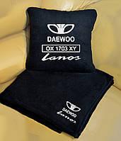 Автомобильный плед Daewoo с вышивкой номерных знаков и имени. Цвет пледа на выбор.