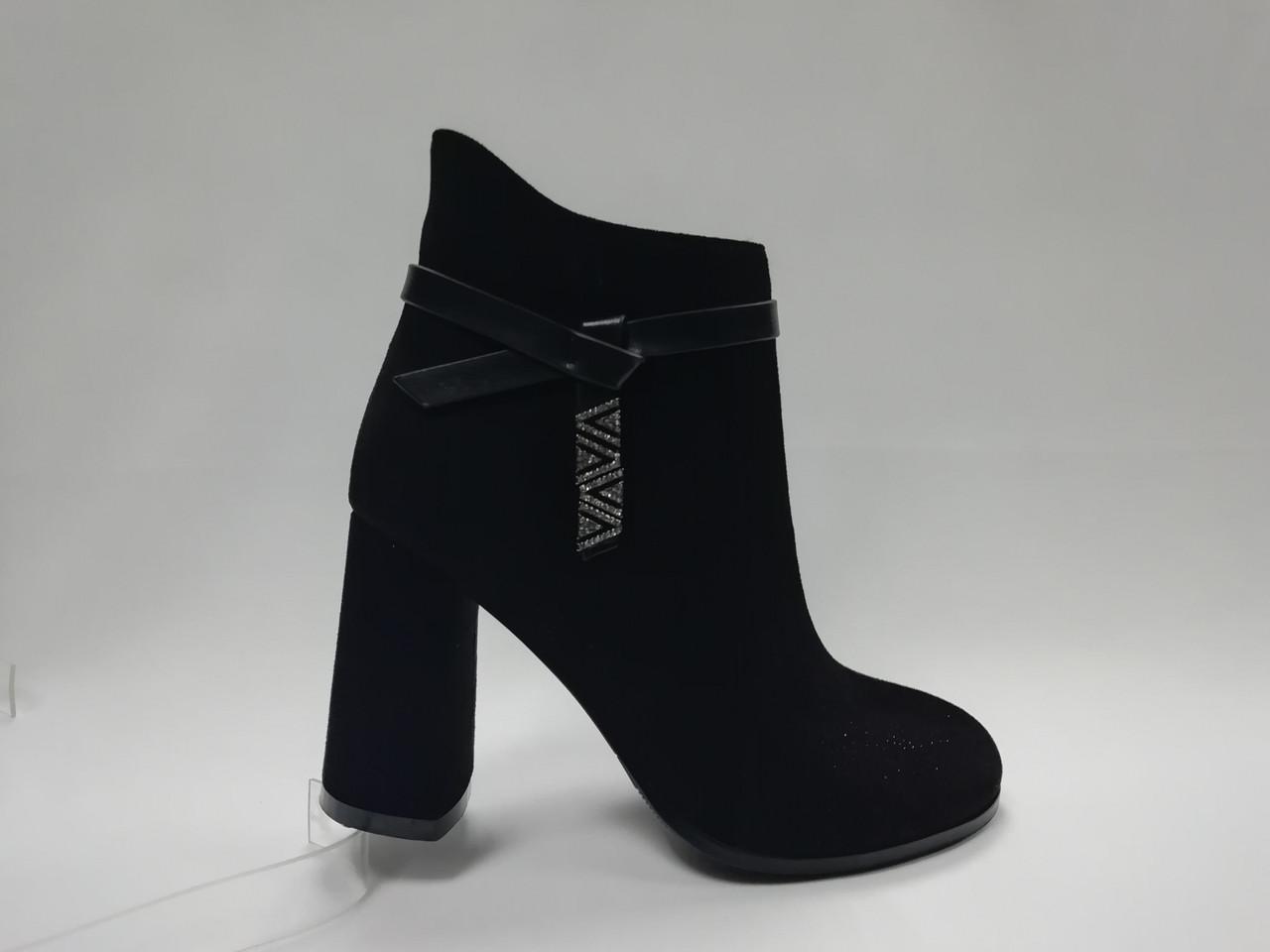 Чорні черевики з еко-замші. Ботильйони. Маленькі розміри (33 - 35).